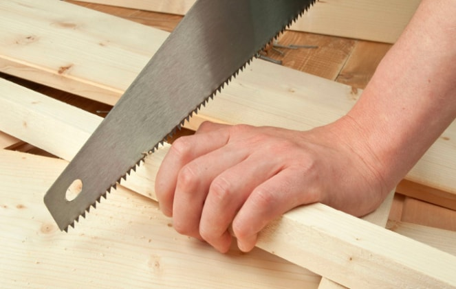 How To Cut Firewood Using a handsaw